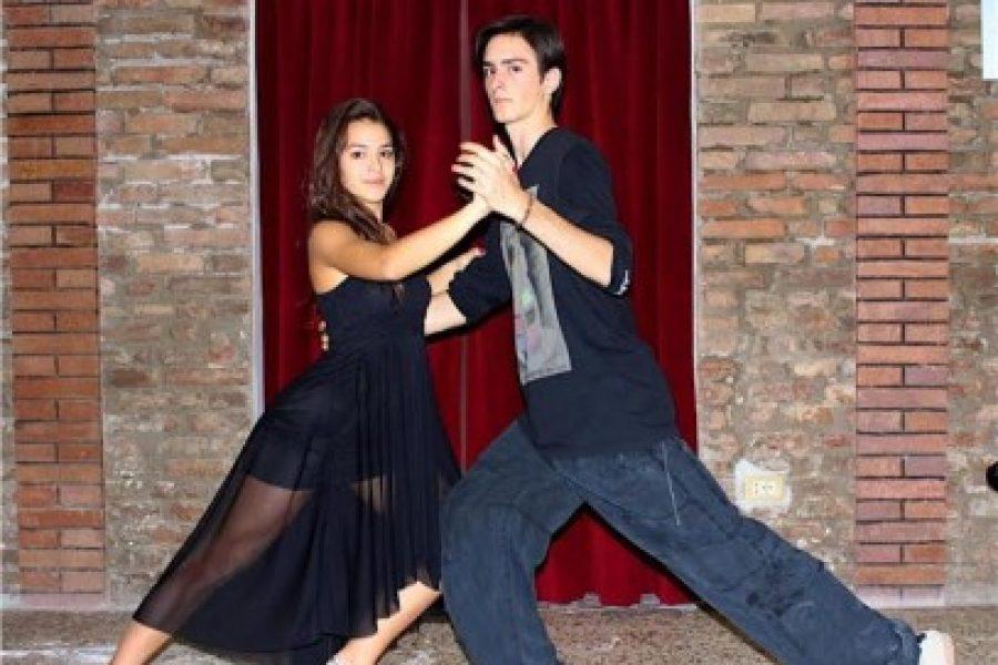 Parada y mordida: il liceo Roiti balla il tango | estense.com Ferrara