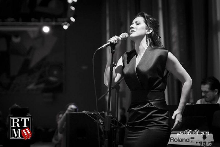Sabato 10 dicembre – Gran serata di milonga con l'artista, cantante argentina, Ana Karina Rossi
